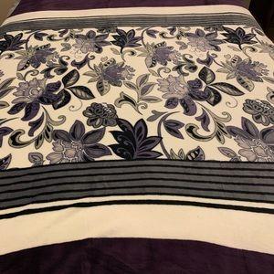 Other - Flannel blanket queen